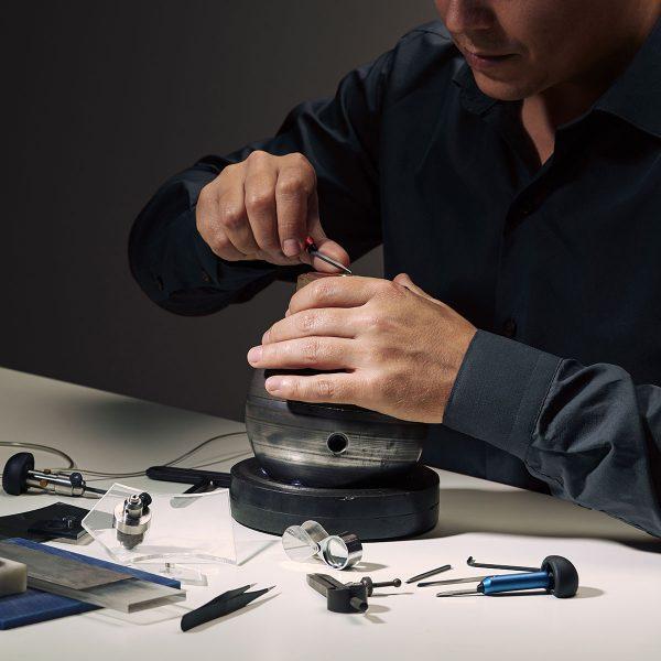 benjamin-co-custom-jewelry-gold-ring-jeweler-working-144948183